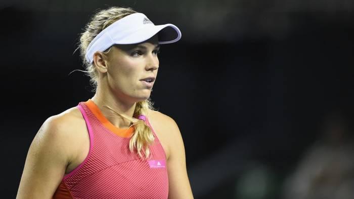 WTA TOKYO – Wozniacki, avance de Cibulkova.  Konta  dérangé