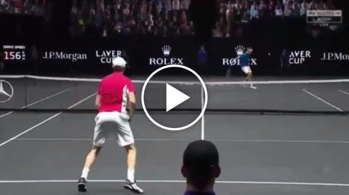 Poetry in Motion: Federer frappe un coup de goutte parfait