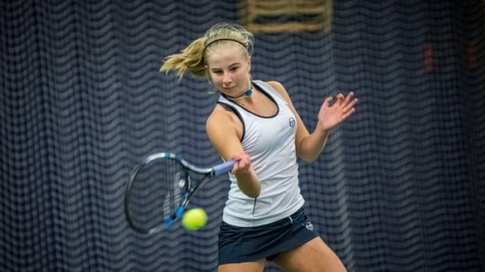 Dane Clara Tauson, âgé de 14 ans, atteint la demi-finale sur pro  début!