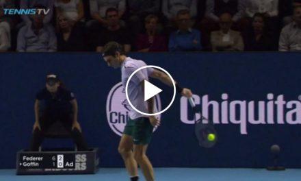 Federer remporte un bon retour au jeu TRICK SHOT