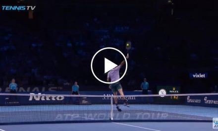 Roger Federer Flies: incroyable volée de revers élevé!