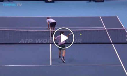 Roger Federer frappe la pire erreur non forcée de son  carrière