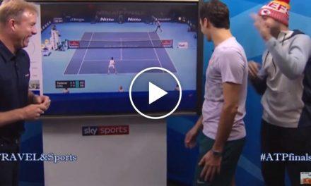 Roger Federer est distrait par Jack Sock
