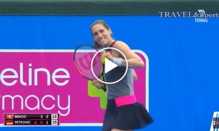 Andrea Petkovic danse au milieu du match – Kooyong  Classique