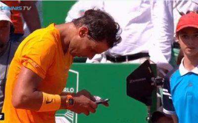 Rafael Nadal textes sur téléphone mobile après avoir remporté – Voici  Pourquoi