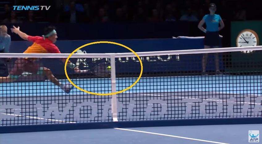 Nishikori réalise une superbe demi-volée contre Roger Federer