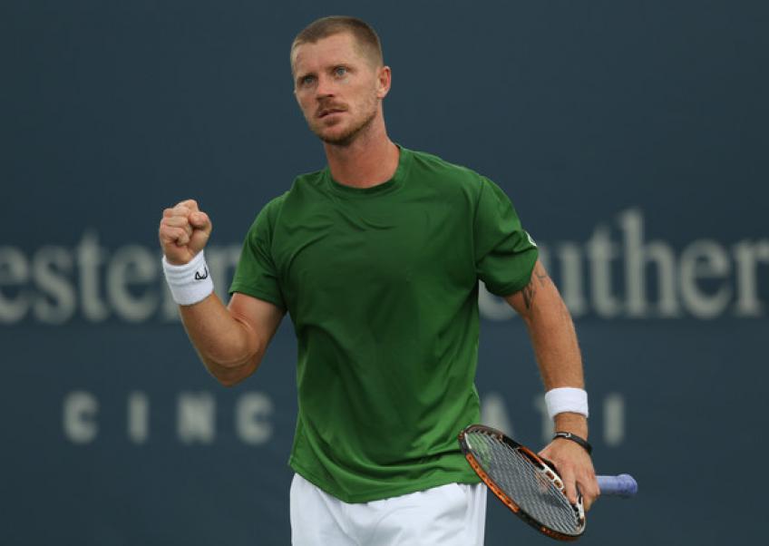 Alex Bogomolov offre aux joueurs de tennis en herbe une expérience unique Programme de coaching