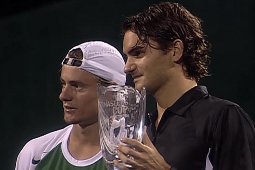 21 novembre 2004: Roger Federer évite Lleyton Hewitt à Houston