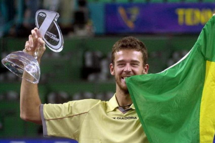 3 décembre 2000: Gustavo Kuerten défait André Agassi grand honneur