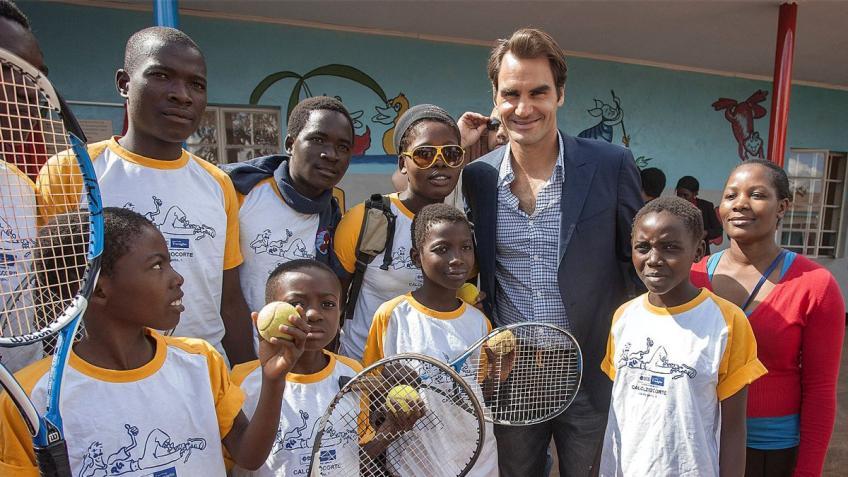 Roger Federer félicité par les associations caritatives pour sa grande Aidez-moi