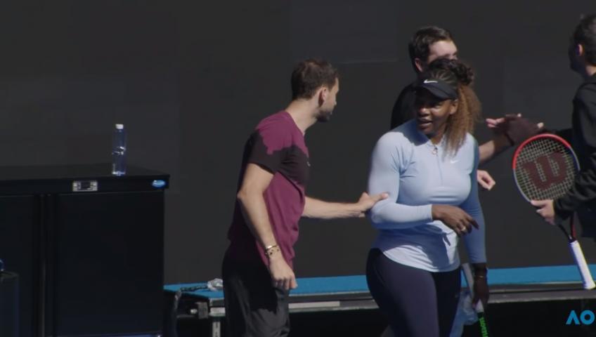 Serena Williams frappe avec Grigor Dimitrov à l'Australien Ouvrir